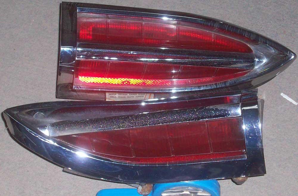 1960 Pontiac Bonneville tail light bezel